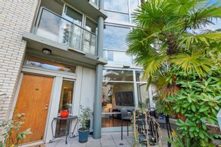 """Photo 6: TH117 1288 MARINASIDE Crescent in Vancouver: Yaletown Townhouse for sale in """"Crestmark I"""" (Vancouver West)  : MLS®# R2625173"""