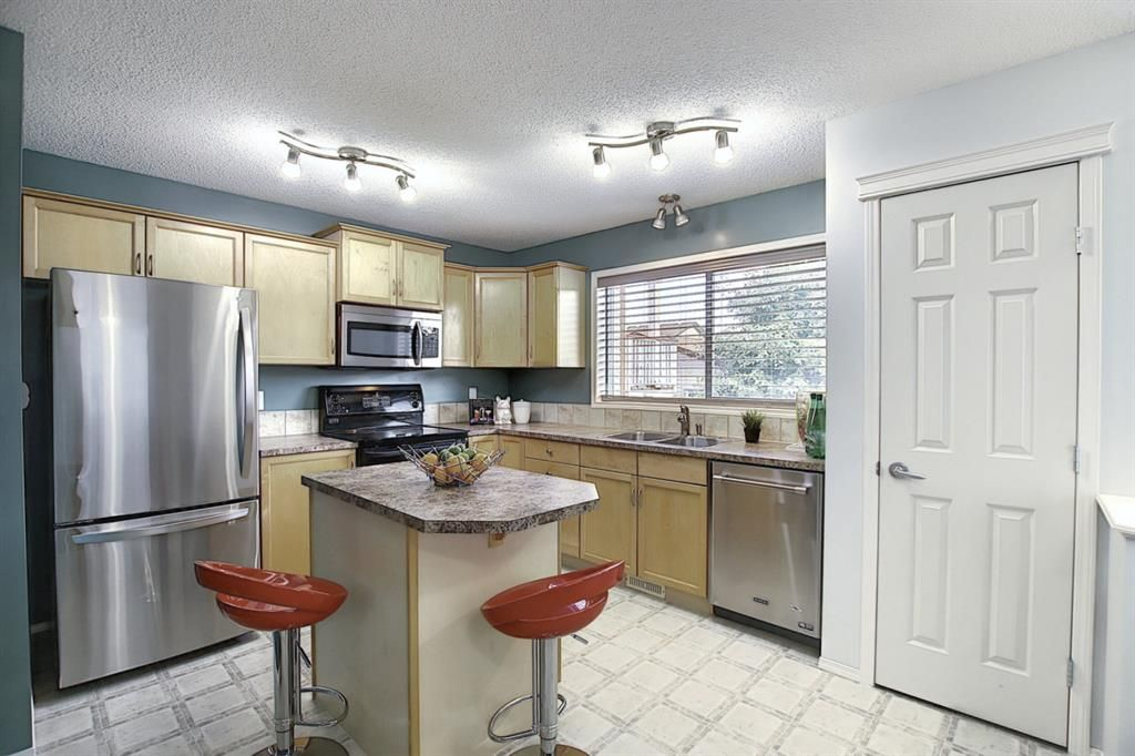 Photo 3: Photos: 646 EVERMEADOW Road SW in Calgary: Evergreen Detached for sale : MLS®# A1023171
