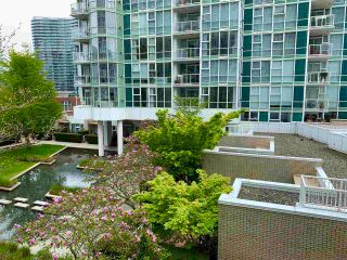 """Photo 11: 603 1099 MARINASIDE Crescent in Vancouver: Yaletown Condo for sale in """"Marinaside Resort"""" (Vancouver West)  : MLS®# R2580994"""