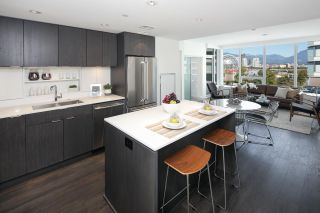 """Photo 2: 910 111 E 1ST Avenue in Vancouver: Mount Pleasant VE Condo for sale in """"Block 100"""" (Vancouver East)  : MLS®# R2125894"""