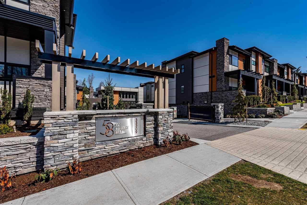 Main Photo: 44 33209 CHERRY AVENUE in Mission: Mission BC Townhouse for sale : MLS®# R2450804