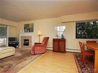 Photo 5: 101 1050 Park Blvd in VICTORIA: Vi Fairfield West Condo for sale (Victoria)  : MLS®# 570311