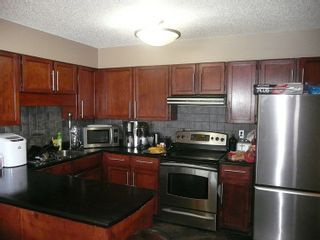 Photo 2: 3737 MANOR STREET in Burnaby: Central BN 1/2 Duplex for sale (Burnaby North)  : MLS®# R2032641