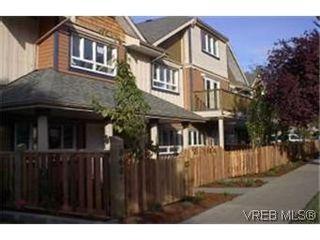 Photo 1: 8 2210 Quadra St in VICTORIA: Vi Central Park Row/Townhouse for sale (Victoria)  : MLS®# 313533