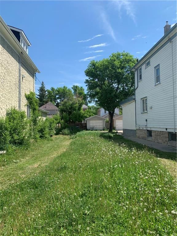 Main Photo: 369 Home Street in Winnipeg: West End Residential for sale (5A)  : MLS®# 202113909