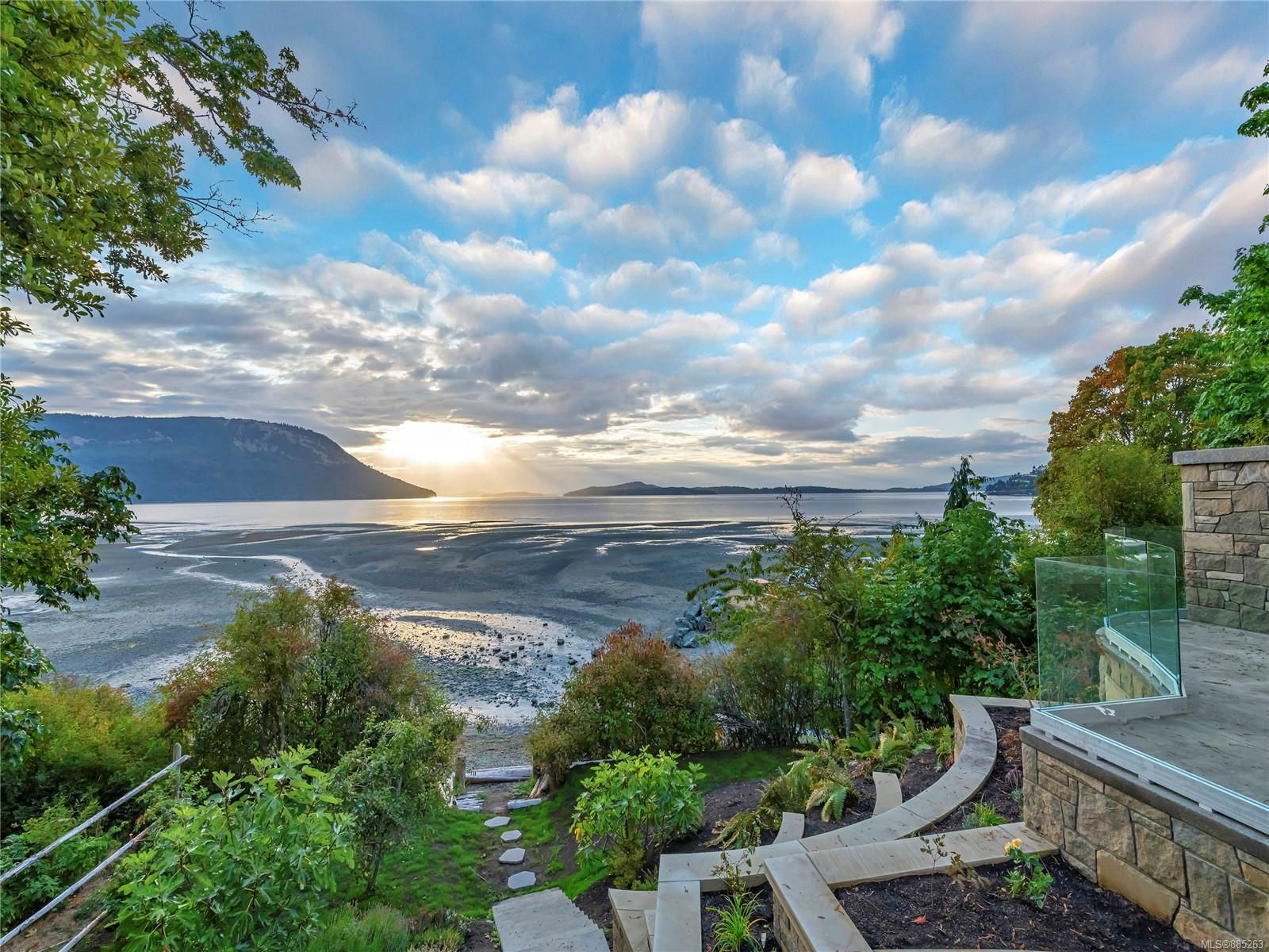 Main Photo: 4077 BALSAM Dr in : ML Cobble Hill House for sale (Malahat & Area)  : MLS®# 885263