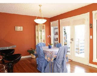 Photo 6: 1829 BROADVIEW Road NW in CALGARY: West Hillhurst Residential Attached for sale (Calgary)  : MLS®# C3305537