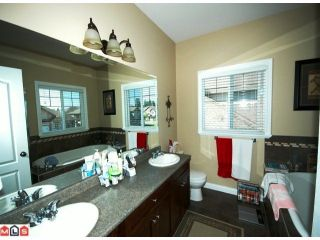 Photo 4: 32621 Stokes Avenue in Mission: House for sale : MLS®# f1014755