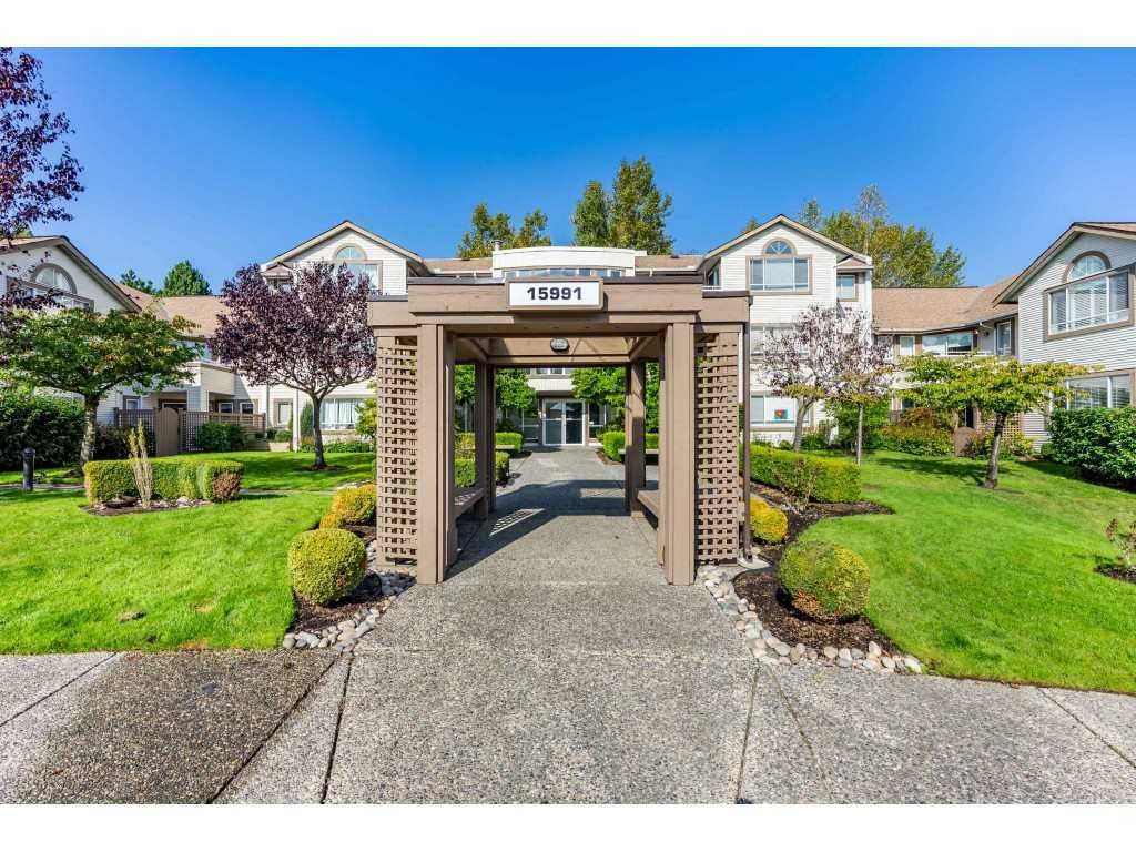 """Main Photo: 404 15991 THRIFT Avenue: White Rock Condo for sale in """"Arcadian"""" (South Surrey White Rock)  : MLS®# R2505774"""