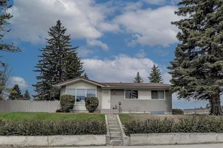 Main Photo: 6003 Legsby Road SW in Calgary: North Glenmore Park Detached for sale : MLS®# A1107563