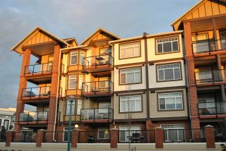 """Photo 1: 406 5650 201A Street in Langley: Langley City Condo for sale in """"PADDINGTON STATION"""" : MLS®# R2094602"""