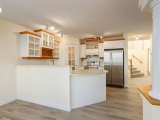 Photo 2: 7 Douglas Glen Common SE in Calgary: Douglasdale/Glen Detached for sale : MLS®# A1051766