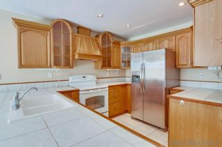 Photo 2: UNIVERSITY CITY Townhouse for sale : 3 bedrooms : 8030 Camino Huerta in San Diego