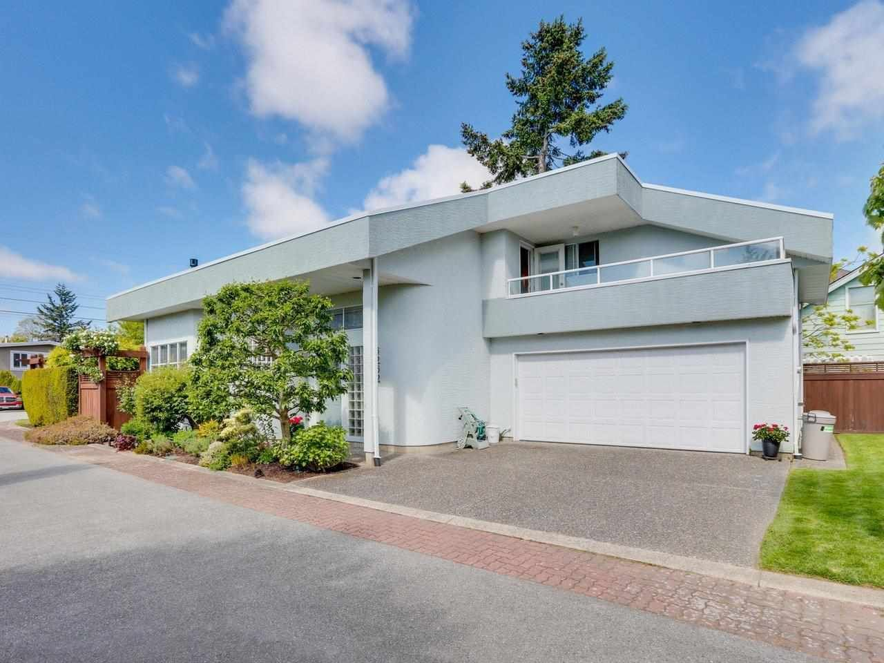Main Photo: 5252 CRESCENT Drive in Delta: Hawthorne House for sale (Ladner)  : MLS®# R2587630