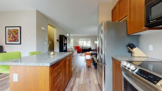 """Photo 4: 1282 STONEMOUNT Place in Squamish: Downtown SQ Townhouse for sale in """"Streams at Eaglewind"""" : MLS®# R2481347"""