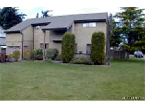 Main Photo: 4391 Robinwood Dr in VICTORIA: SE Gordon Head House for sale (Saanich East)  : MLS®# 307306