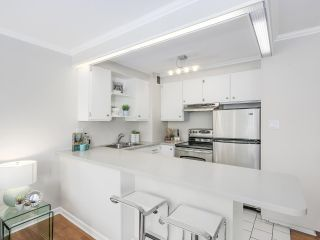 """Photo 6: 601 1445 MARPOLE Avenue in Vancouver: Fairview VW Condo for sale in """"HYCROFT TOWERS"""" (Vancouver West)  : MLS®# R2209267"""