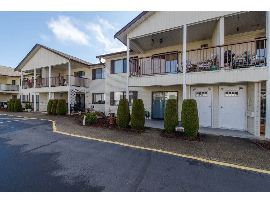 """Main Photo: 49 32959 GEORGE FERGUSON Way in Abbotsford: Central Abbotsford Townhouse for sale in """"Oakhurst"""" : MLS®# R2252811"""