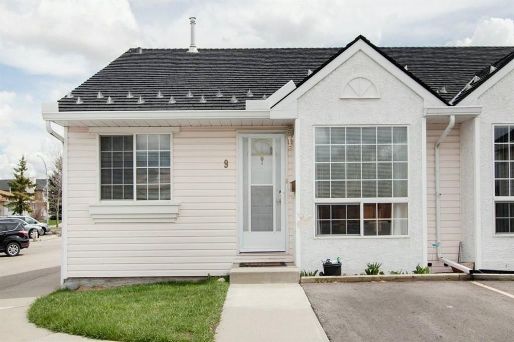 Main Photo: 9 209 Woodside Drive NW: Airdrie Row/Townhouse for sale : MLS®# A1106709