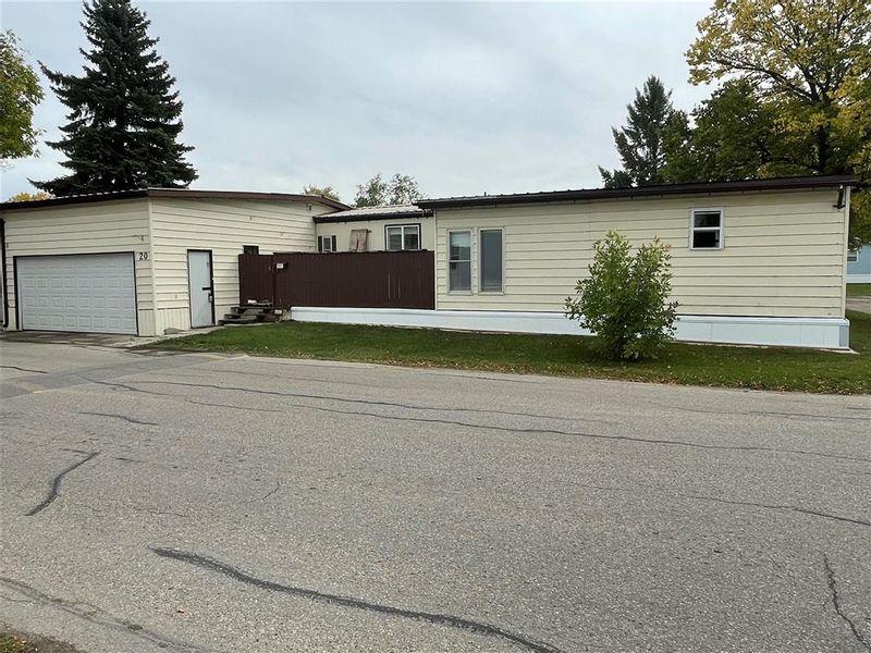 FEATURED LISTING: 20 Springwood Drive Winnipeg