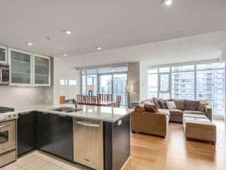 """Photo 2: 2301 1205 W HASTINGS Street in Vancouver: Coal Harbour Condo for sale in """"CIELO"""" (Vancouver West)  : MLS®# R2191331"""