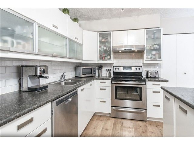 """Main Photo: 225 BALMORAL Place in Port Moody: North Shore Pt Moody Townhouse for sale in """"BALMORAL PLACE"""" : MLS®# V1050770"""