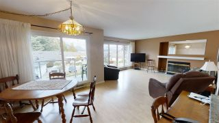 """Photo 3: 38 696 TRUEMAN Road in Gibsons: Gibsons & Area Condo for sale in """"Marina Place"""" (Sunshine Coast)  : MLS®# R2507629"""