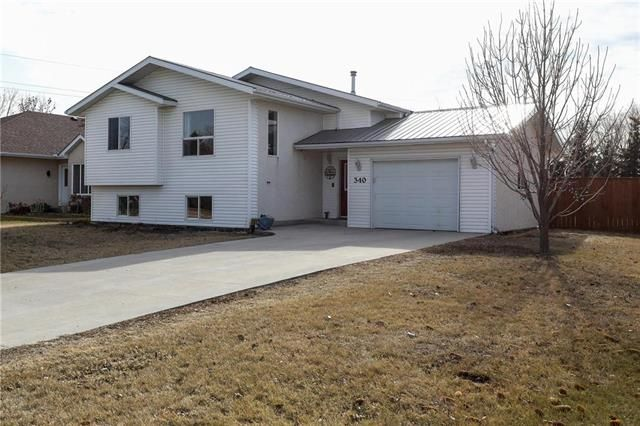 Main Photo: 340 Maplewood Street in Steinbach: House for sale : MLS®# 202106513