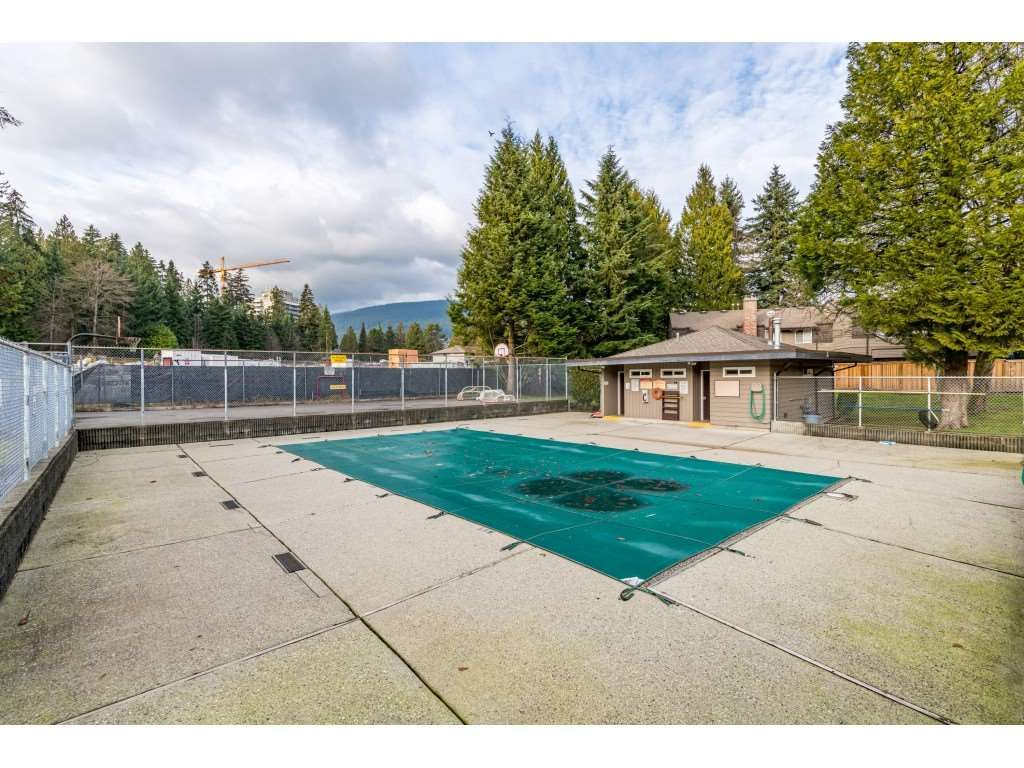 "Photo 37: Photos: 2393 MOUNTAIN Highway in North Vancouver: Lynn Valley Townhouse for sale in ""WORKWOOD PARK"" : MLS®# R2532253"