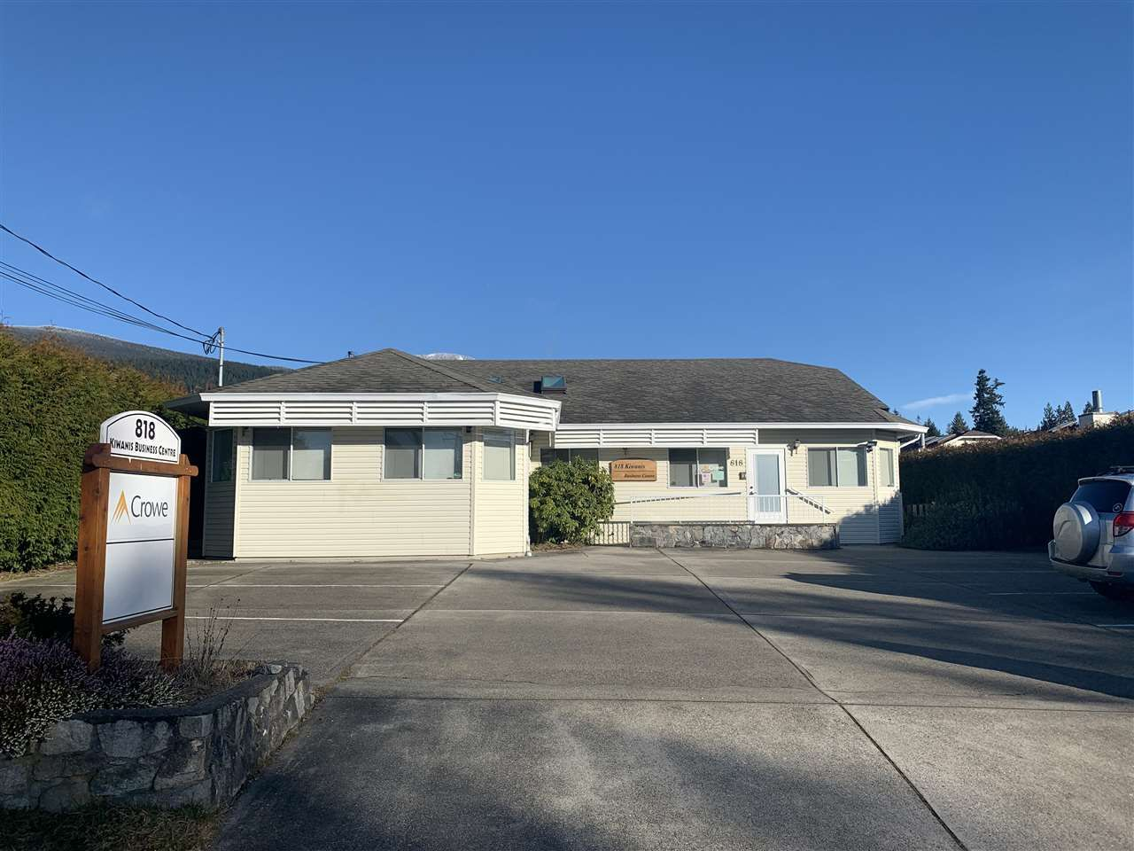 Main Photo: 818 KIWANIS Way in Gibsons: Gibsons & Area Business with Property for sale (Sunshine Coast)  : MLS®# C8036896