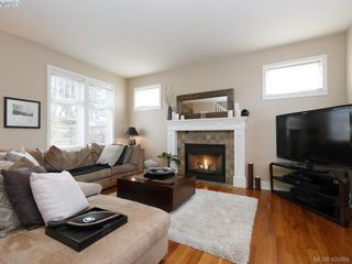 Photo 2: 4142 Auldfarm Lane in VICTORIA: SW Strawberry Vale House for sale (Saanich West)  : MLS®# 832601