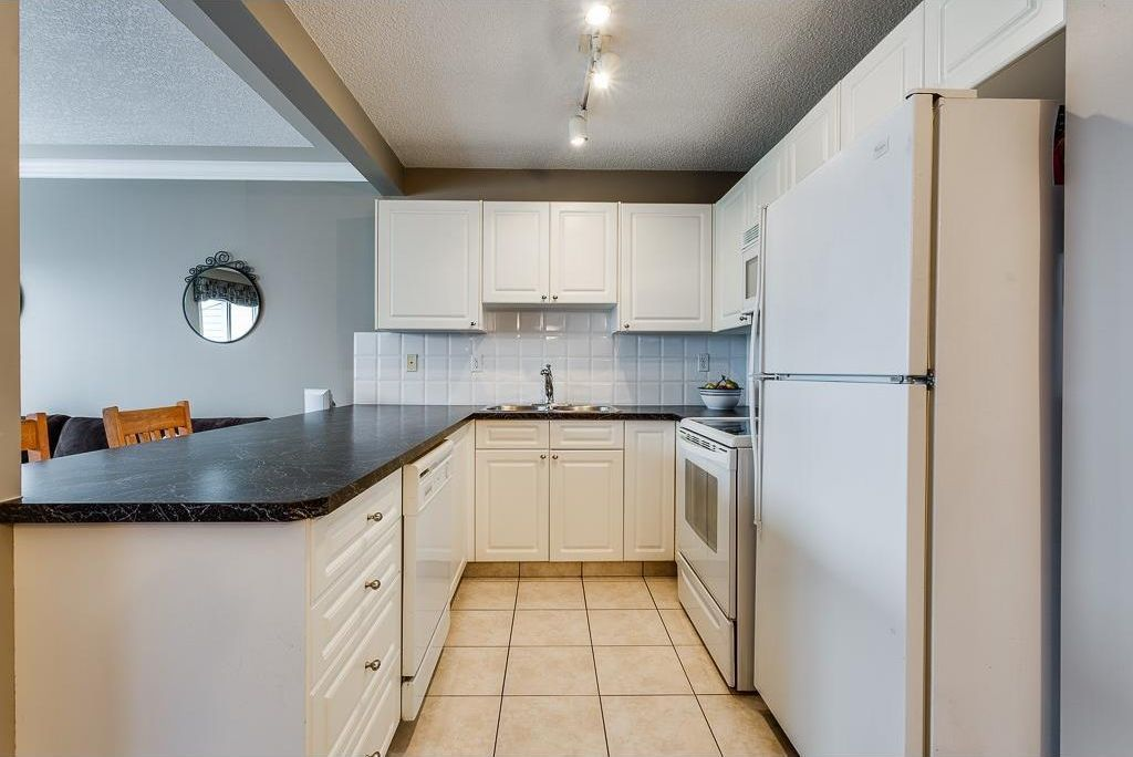 Photo 6: Photos: 137 MILLVIEW Square SW in Calgary: Millrise House for sale : MLS®# C4145951