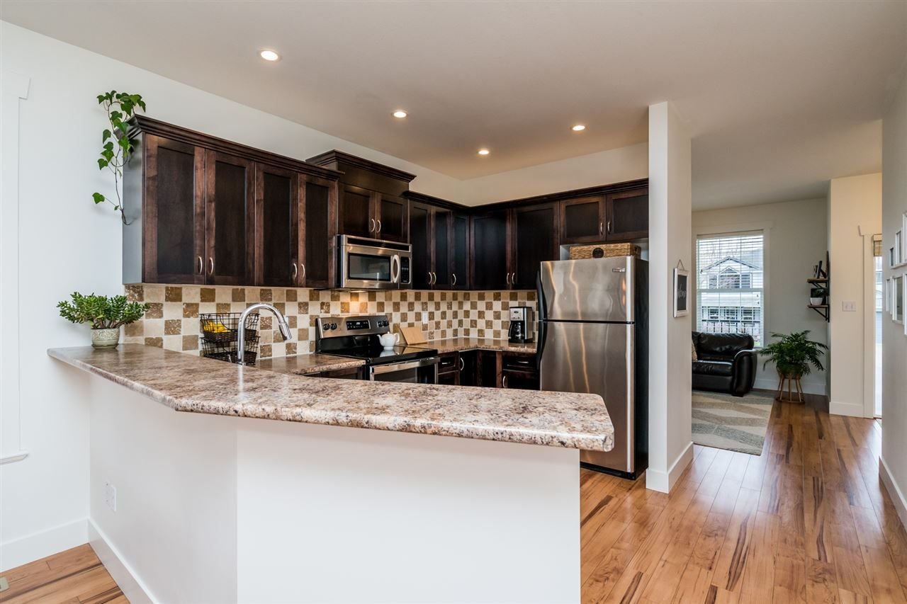 """Photo 12: Photos: 34777 1ST Avenue in Abbotsford: Poplar House for sale in """"Huntingdon Village"""" : MLS®# R2545017"""