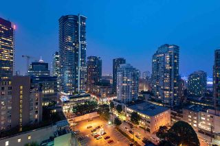 """Photo 1: 1907 565 SMITHE Street in Vancouver: Downtown VW Condo for sale in """"VITA"""" (Vancouver West)  : MLS®# R2298789"""