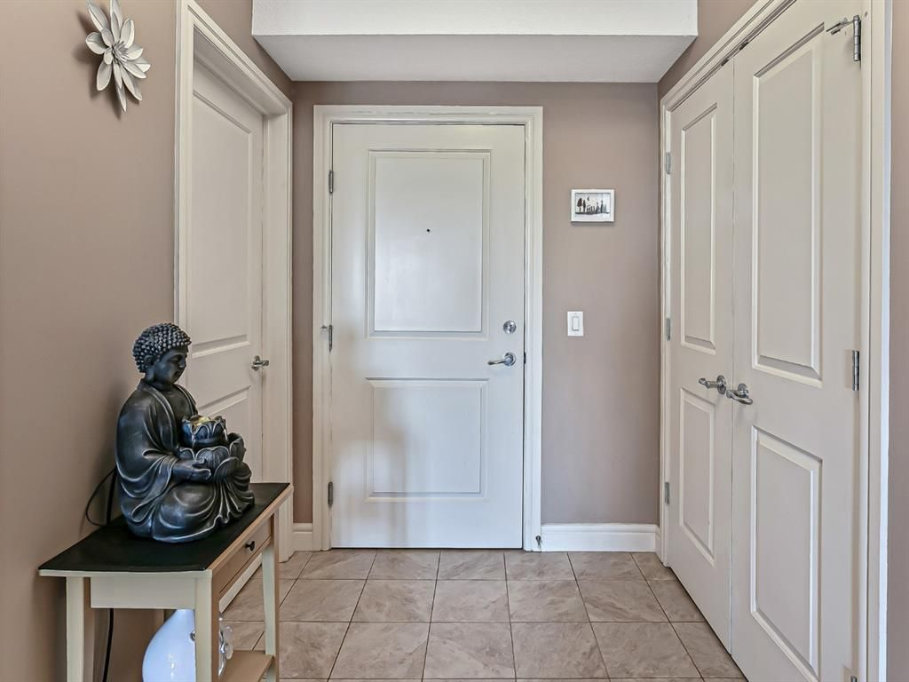 Photo 3: Photos: 1445 2330 FISH CREEK Boulevard SW in Calgary: Evergreen Apartment for sale : MLS®# A1082704