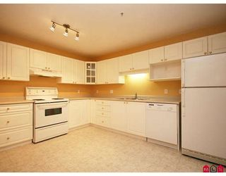 """Photo 5: 113 20894 57TH Avenue in Langley: Langley City Condo for sale in """"BAYBERRY LANE"""" : MLS®# F2833663"""