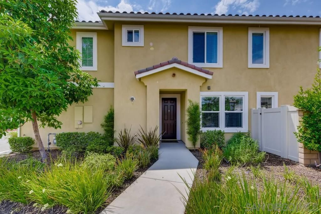 Main Photo: LAKESIDE Twin-home for sale : 3 bedrooms : 8629 Orchard Bloom Way