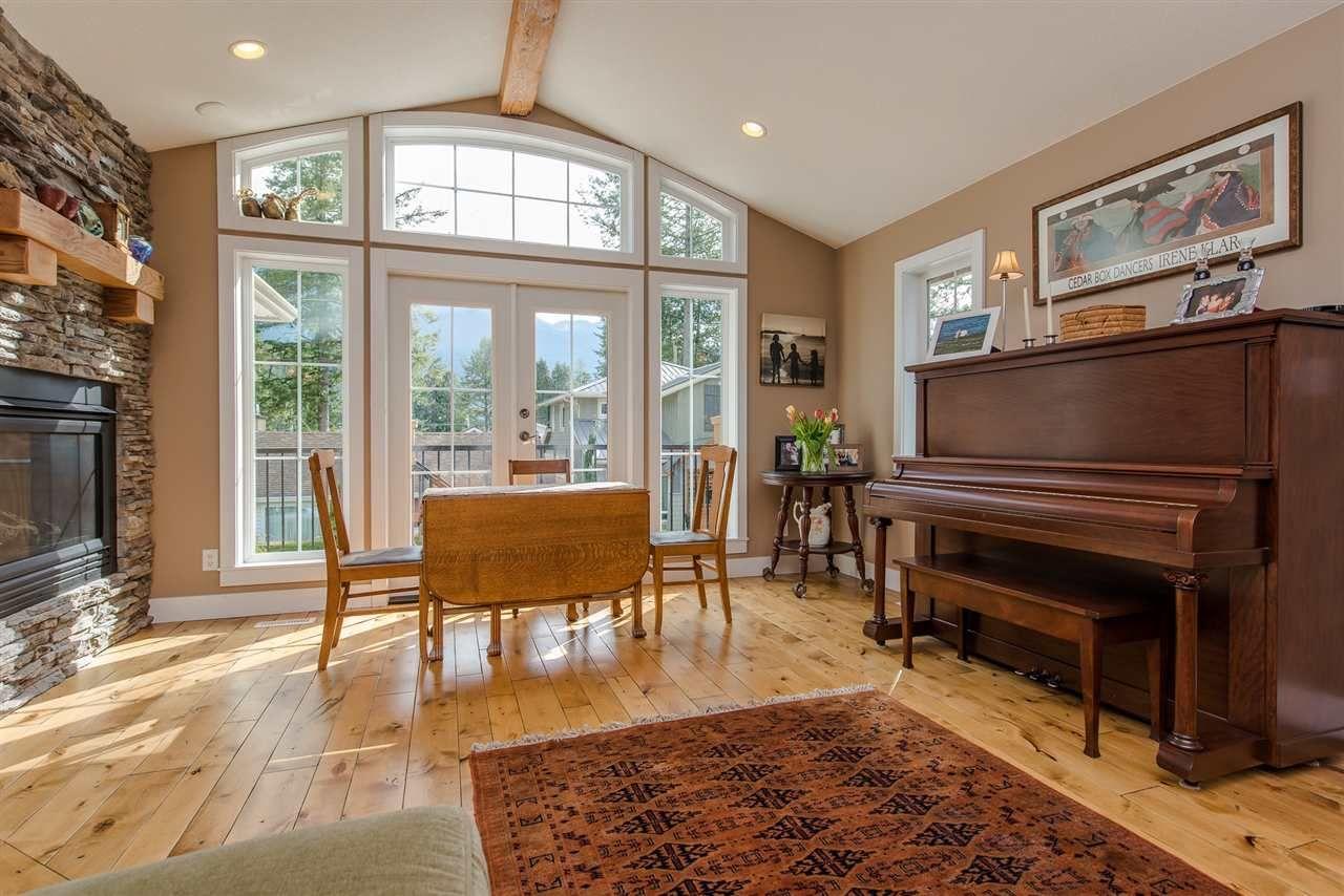 "Photo 9: Photos: 416 MAPLE Street: Cultus Lake House for sale in ""Cultus lake Park"" : MLS®# R2493541"
