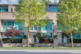 Photo 1: TH2 188 E ESPLANADE in North Vancouver: Lower Lonsdale Townhouse for sale : MLS®# R2525261