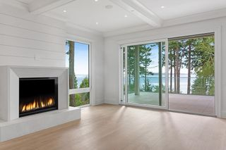 """Photo 4: 14230 WHEATLEY Avenue: White Rock House for sale in """"West Side White Rock Beaches"""" (South Surrey White Rock)  : MLS®# R2607869"""