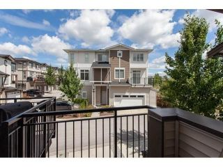 "Photo 7: 113 19433 68 Avenue in Surrey: Clayton Townhouse for sale in ""The Grove"" (Cloverdale)  : MLS®# R2303599"
