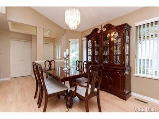 Photo 5: 301 510 Marsett Pl in VICTORIA: SW Royal Oak Row/Townhouse for sale (Saanich West)  : MLS®# 684520