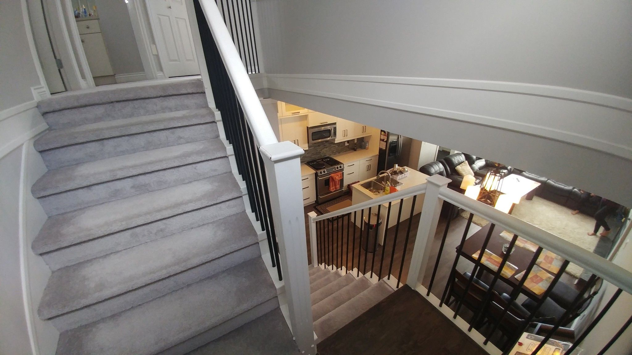 Photo 12: Photos: Upper 7137 190th St. in Surrey: Condo for rent