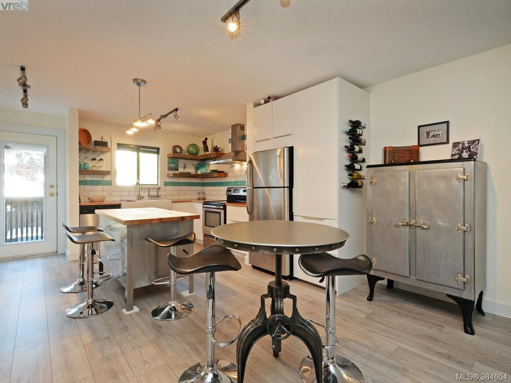 Main Photo: 2 1119 View St in VICTORIA: Vi Downtown Row/Townhouse for sale (Victoria)  : MLS®# 773188