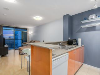 """Photo 3: 803 2763 CHANDLERY Place in Vancouver: Fraserview VE Condo for sale in """"RIVER DANCE"""" (Vancouver East)  : MLS®# R2067616"""