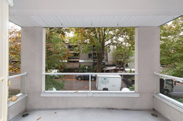 Photo 5: Photos: 202 1525 PENDRELL STREET in Vancouver: West End VW Condo for sale (Vancouver West)  : MLS®# R2010212