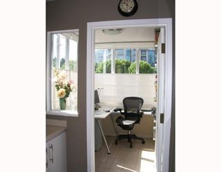 """Photo 6: 403 1566 W 13TH Avenue in Vancouver: Fairview VW Condo for sale in """"ROYAL GARDENS"""" (Vancouver West)  : MLS®# V768607"""