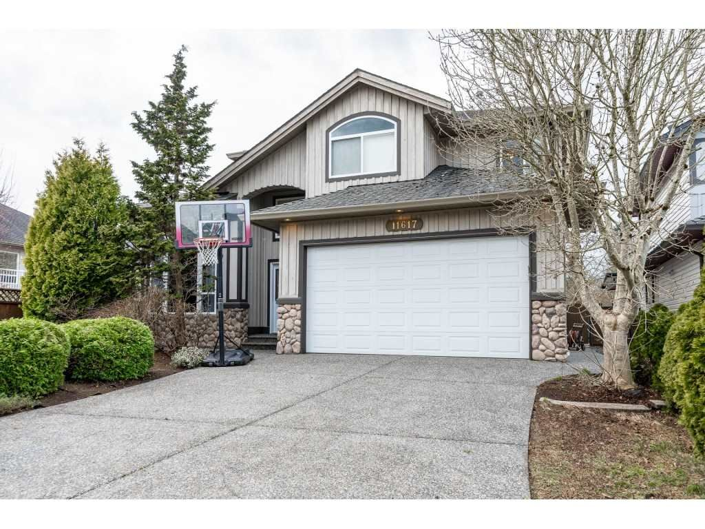 "Photo 2: Photos: 11617 CREEKSIDE Street in Maple Ridge: Cottonwood MR House for sale in ""Cottonwood"" : MLS®# R2554913"