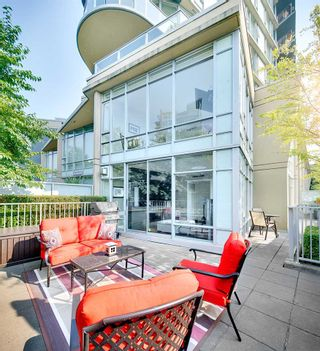 """Photo 11: TH 106 918 COOPERAGE Way in Vancouver: Yaletown Townhouse for sale in """"MARINER"""" (Vancouver West)  : MLS®# R2366351"""
