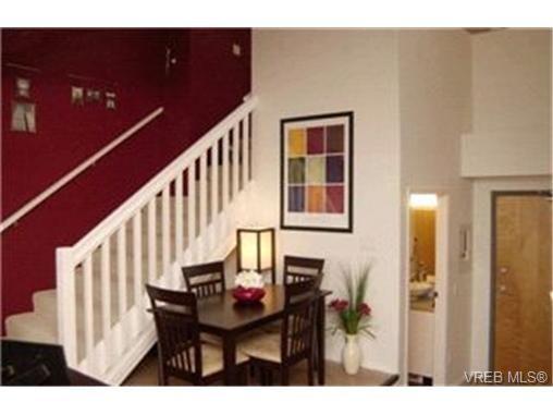 Main Photo:  in VICTORIA: Vi Downtown Condo for sale (Victoria)  : MLS®# 421473